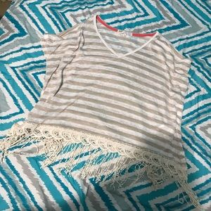 Tops - cute shirt!